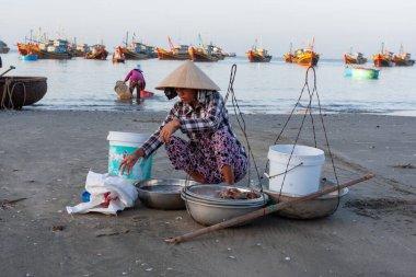 Vietnam, Mui Ne fish market, early morning, fresh seafood trading