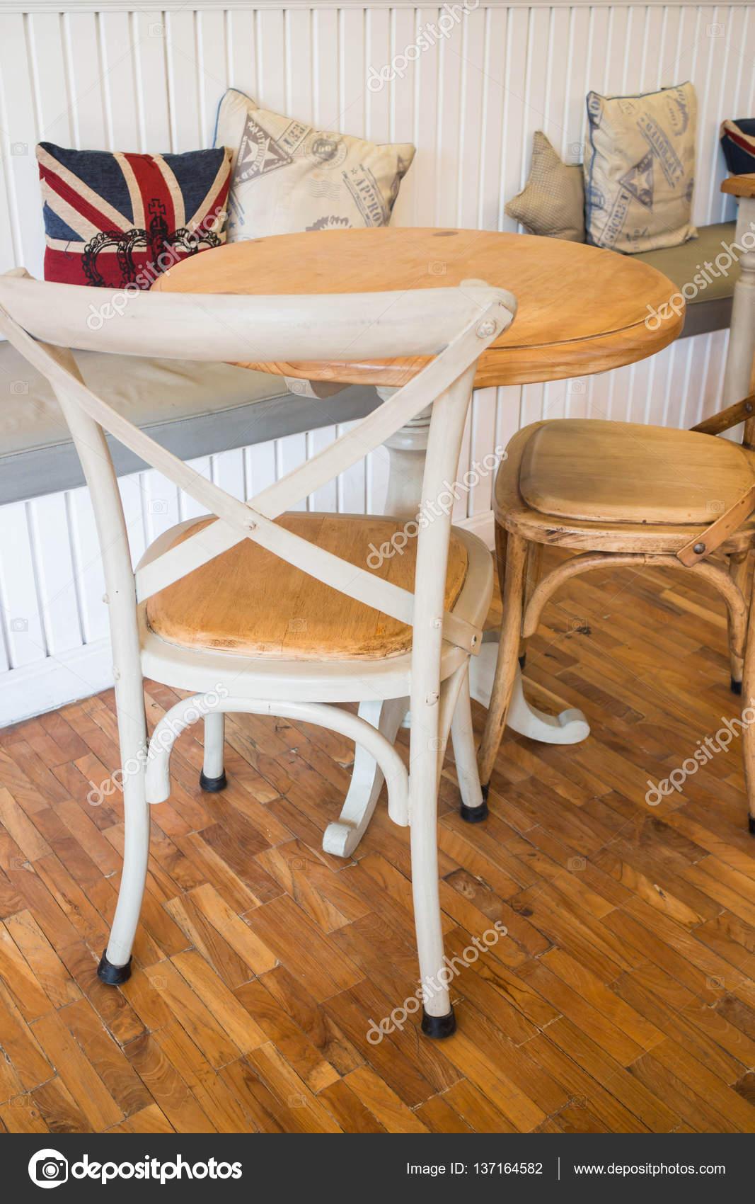 chaises de cuisine blanche vintage unique photographie nalinrat 137164582. Black Bedroom Furniture Sets. Home Design Ideas