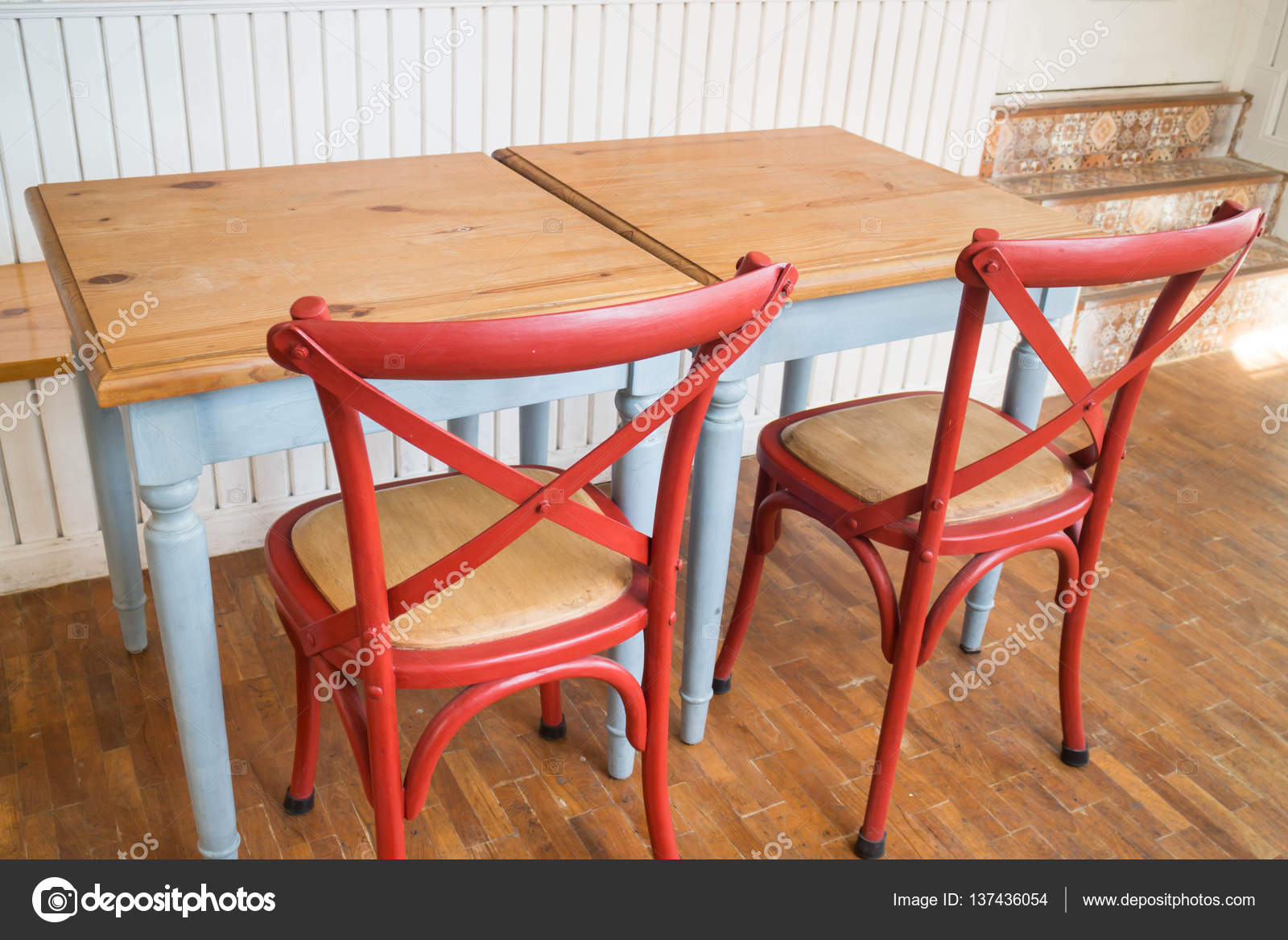 Sedie E Tavoli Vintage.Sedia E Tavolo Da Cucina In Legno D Epoca Foto Stock C Nalinrat