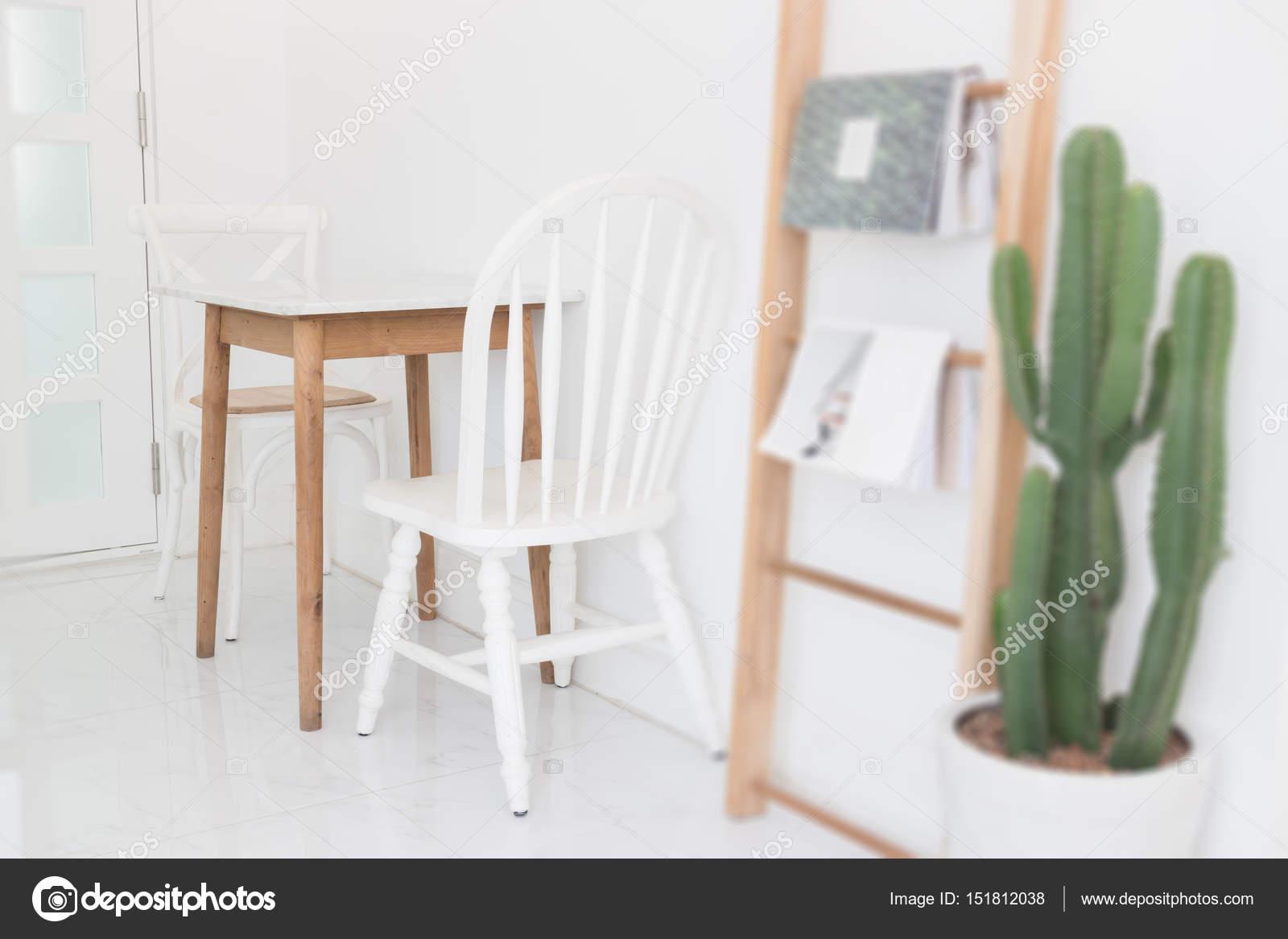 Najnowsze Białe drewniane krzesło w stylu retro — Zdjęcie stockowe BL02