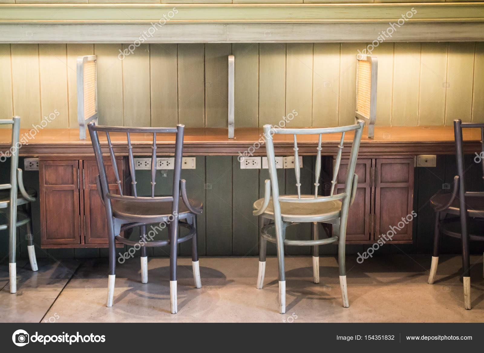 Sedie E Tavoli Vintage.Sedie E Tavolo In Legno Vintage Retro Foto Stock C Nalinrat 154351832