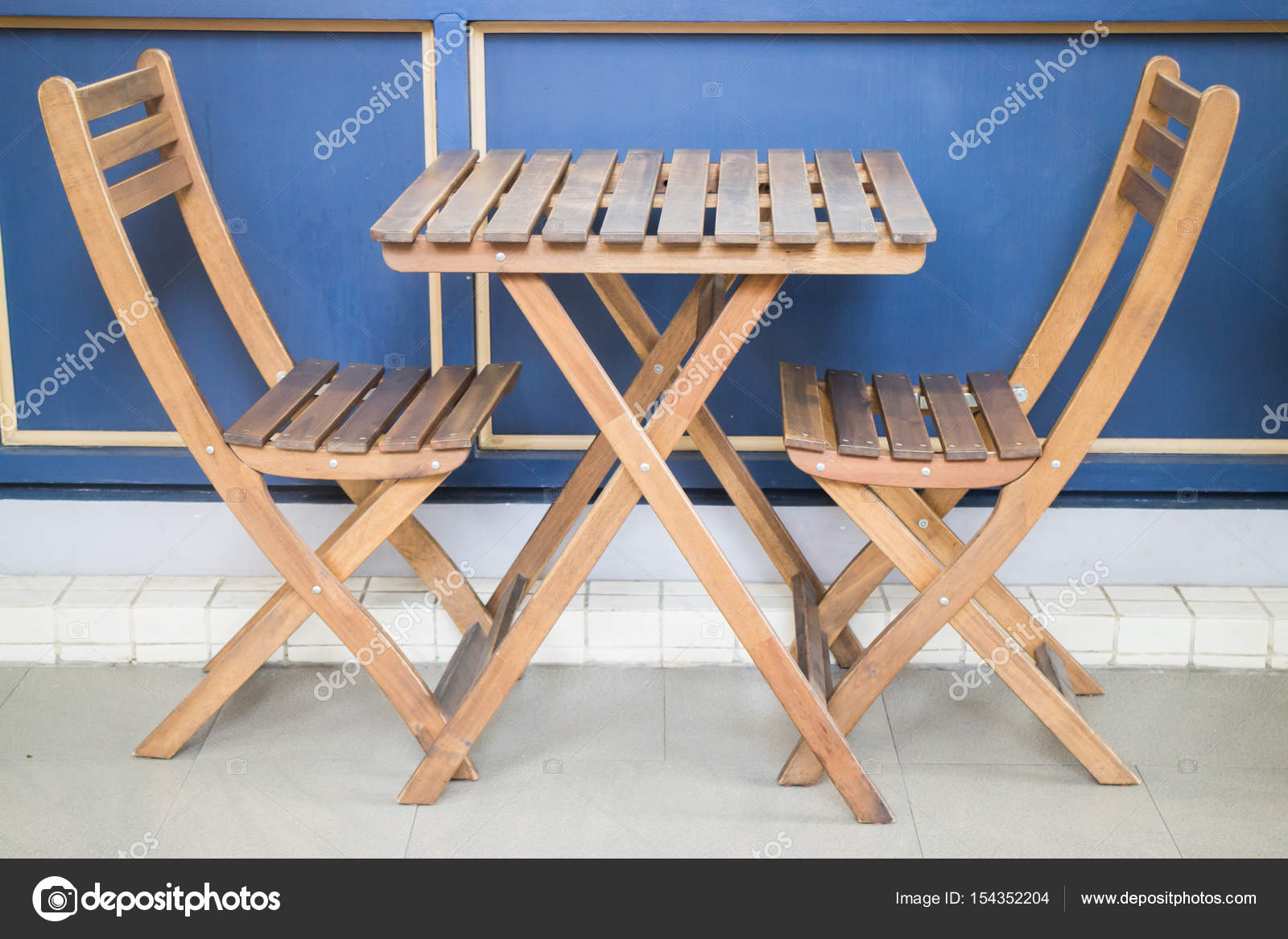 - Wooden Folding Table And Chairs — Stock Photo © Nalinrat #154352204