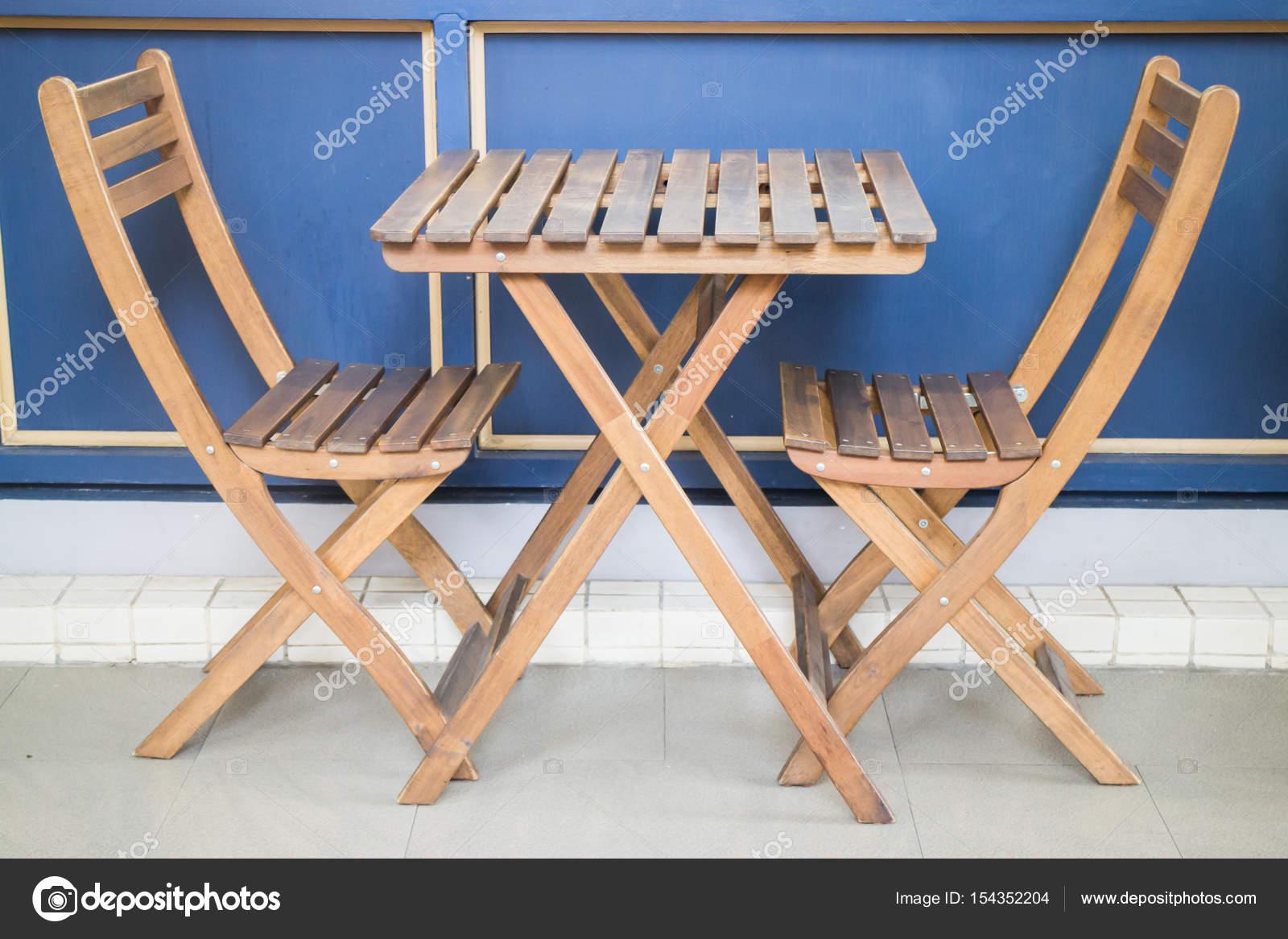 Klappbarer Tisch Und Holzstühle, Fotoarchiv U2014 Foto Von Nalinrat