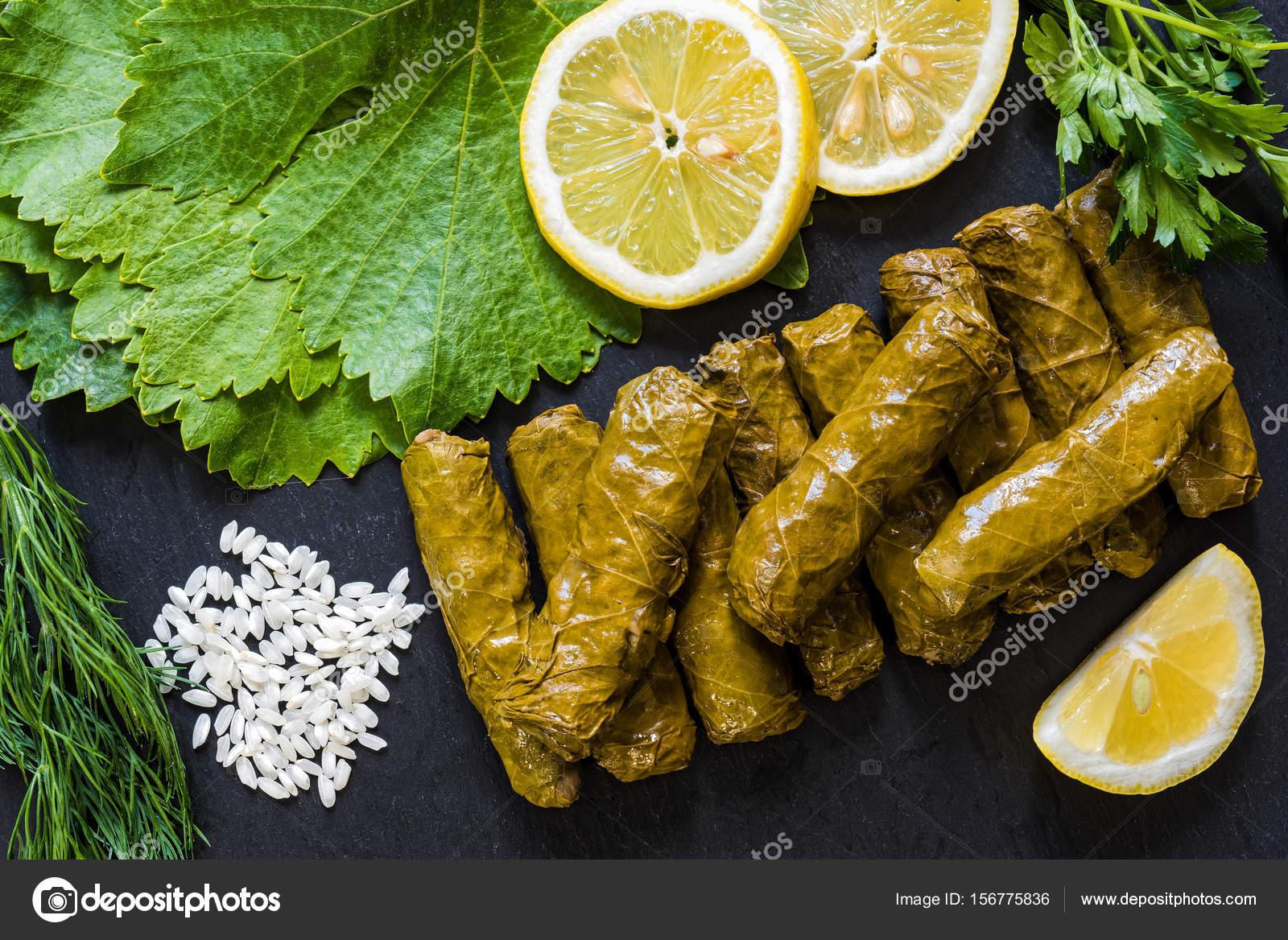 Блюдо из листьев винограда