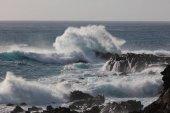 Óceán durva hullám a kifröccsenő