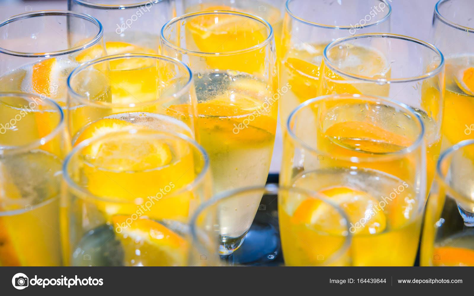 Alkoholischen Aperitif Getränke bereit für einen Hochzeitstag ...