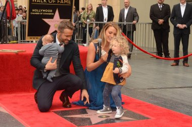 actor Ryan Reynolds with family