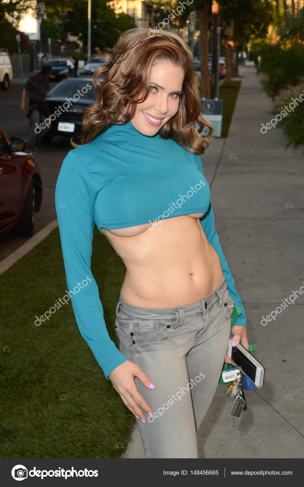 manguera pausa Siempre  Erika Jordan at the street – Stock Editorial Photo © s_bukley #148456665