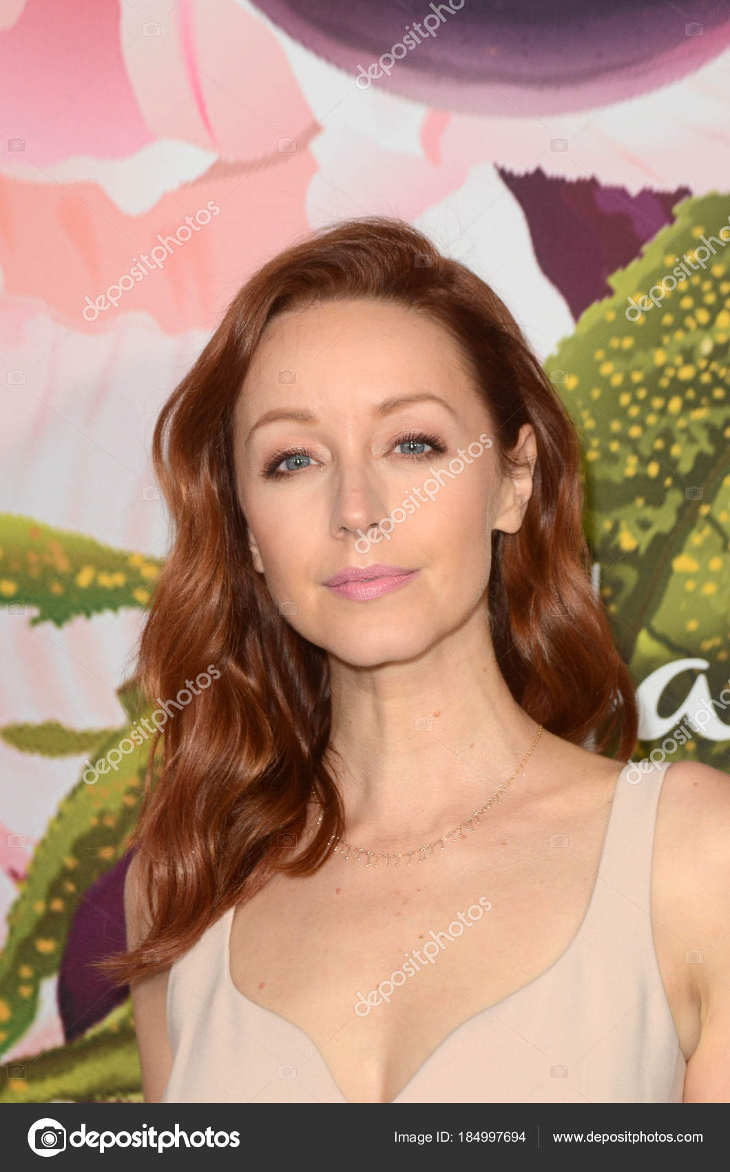 Lindy Booth Nude Photos 40