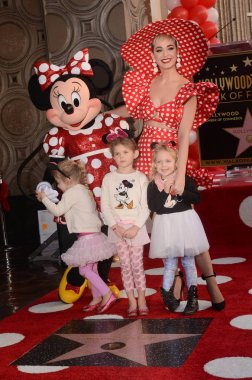 Minnie Mouse, Katy Perry, nieces