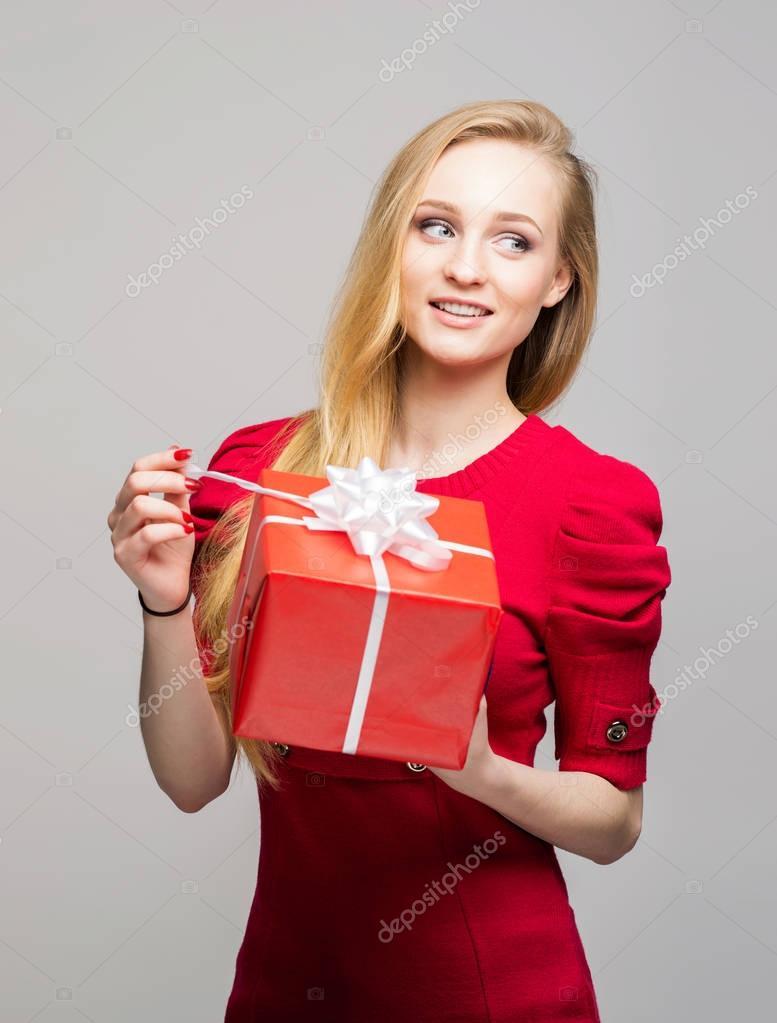 teenage girl with Christmas gift box