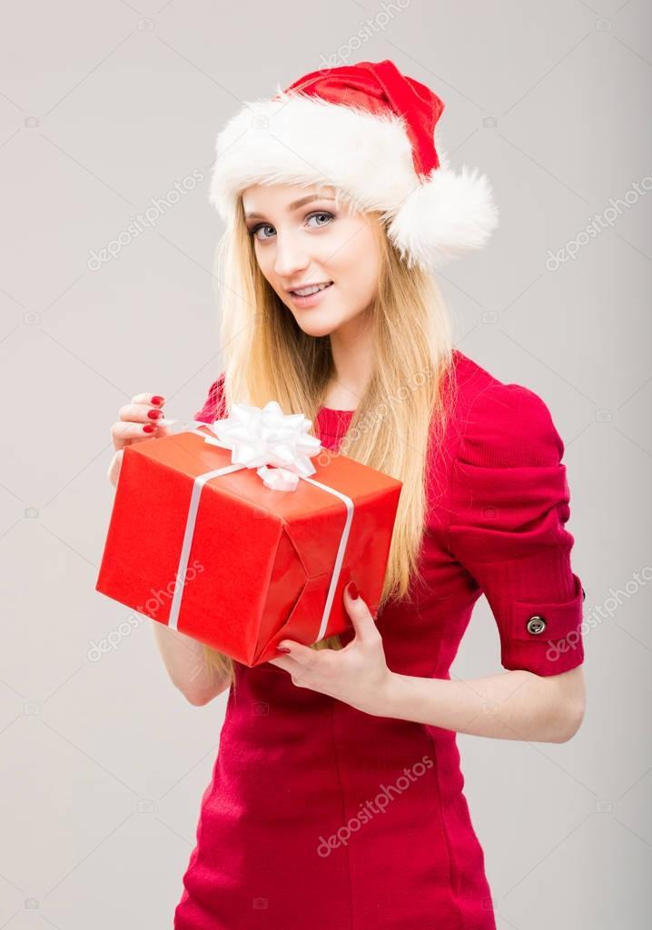 Teenager-Mädchen mit Weihnachts-Geschenk-box — Stockfoto © shmeljov ...