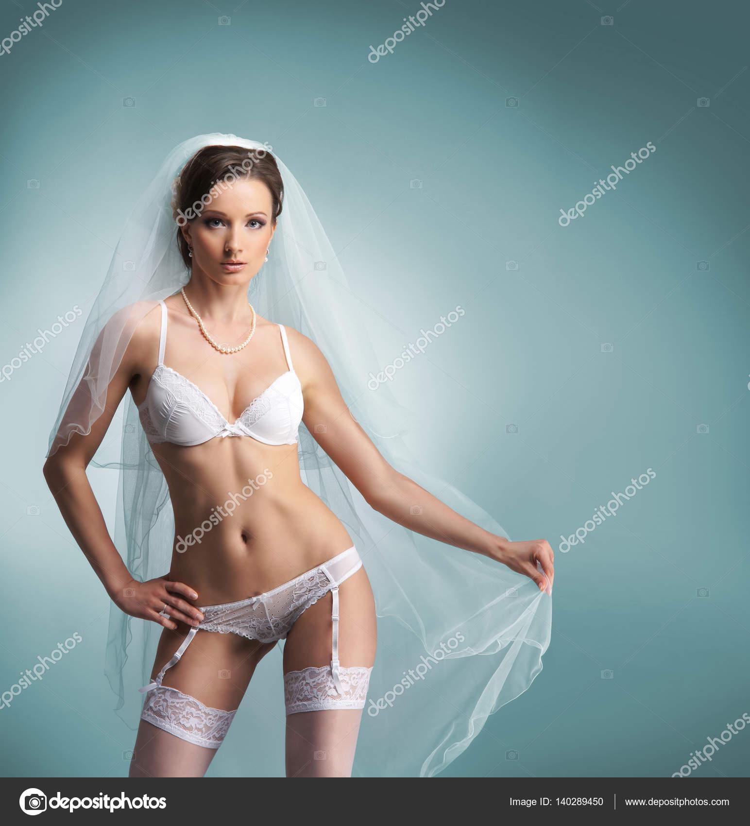 ropa interior de novia blanca