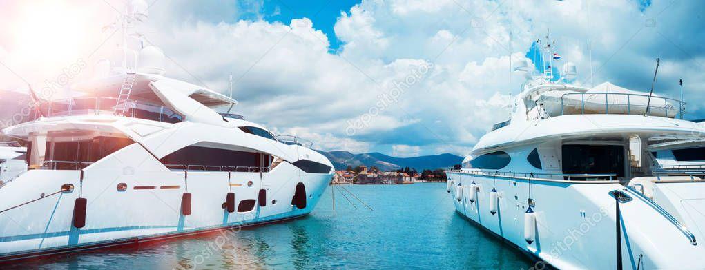 bellissimi yacht di lusso