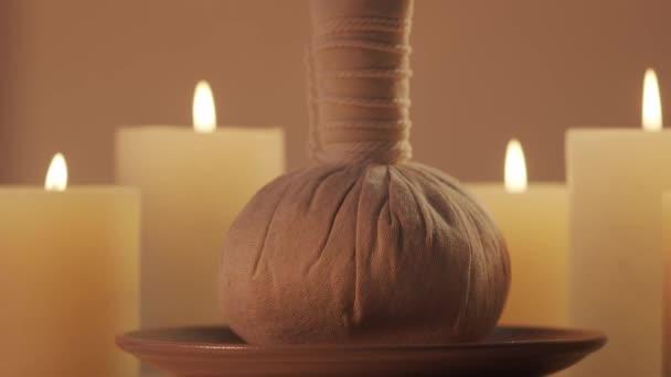 Kompozice lázeňského prostředí. Koncept masáže, orientální terapie, pohody a meditace.
