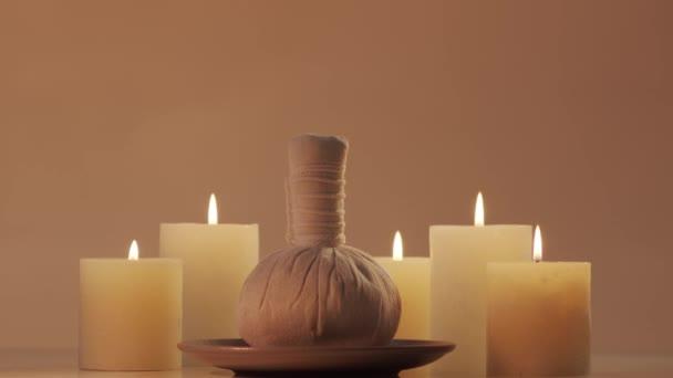 Složení orientální masážní léčby. Lázeňské procedury, meditace, pohoda a aromaterapie koncepce.