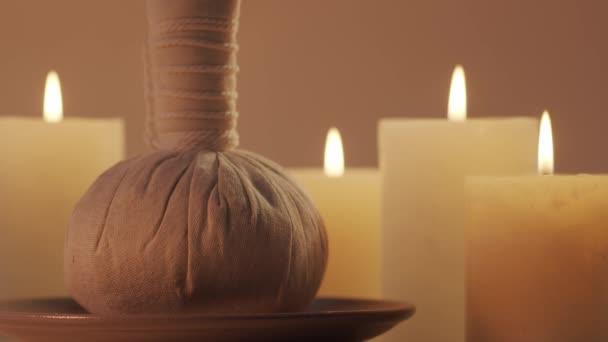 Aromaterápia, keleti masszázs és spa kezelési koncepció. Relaxációs összetétel háttere.