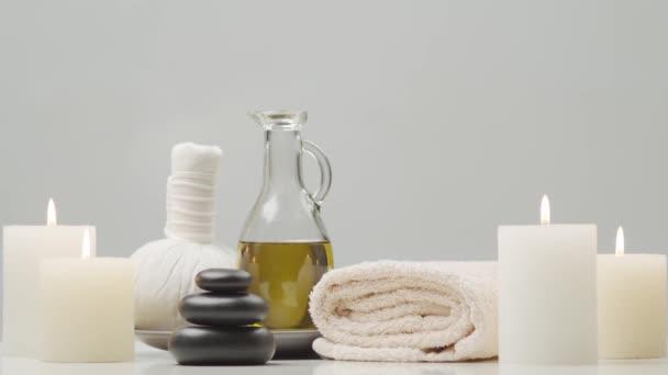 Zusammensetzung der orientalischen Massagebehandlung. Wellness, Meditation, Wohlbefinden und Aromatherapie-Konzept.
