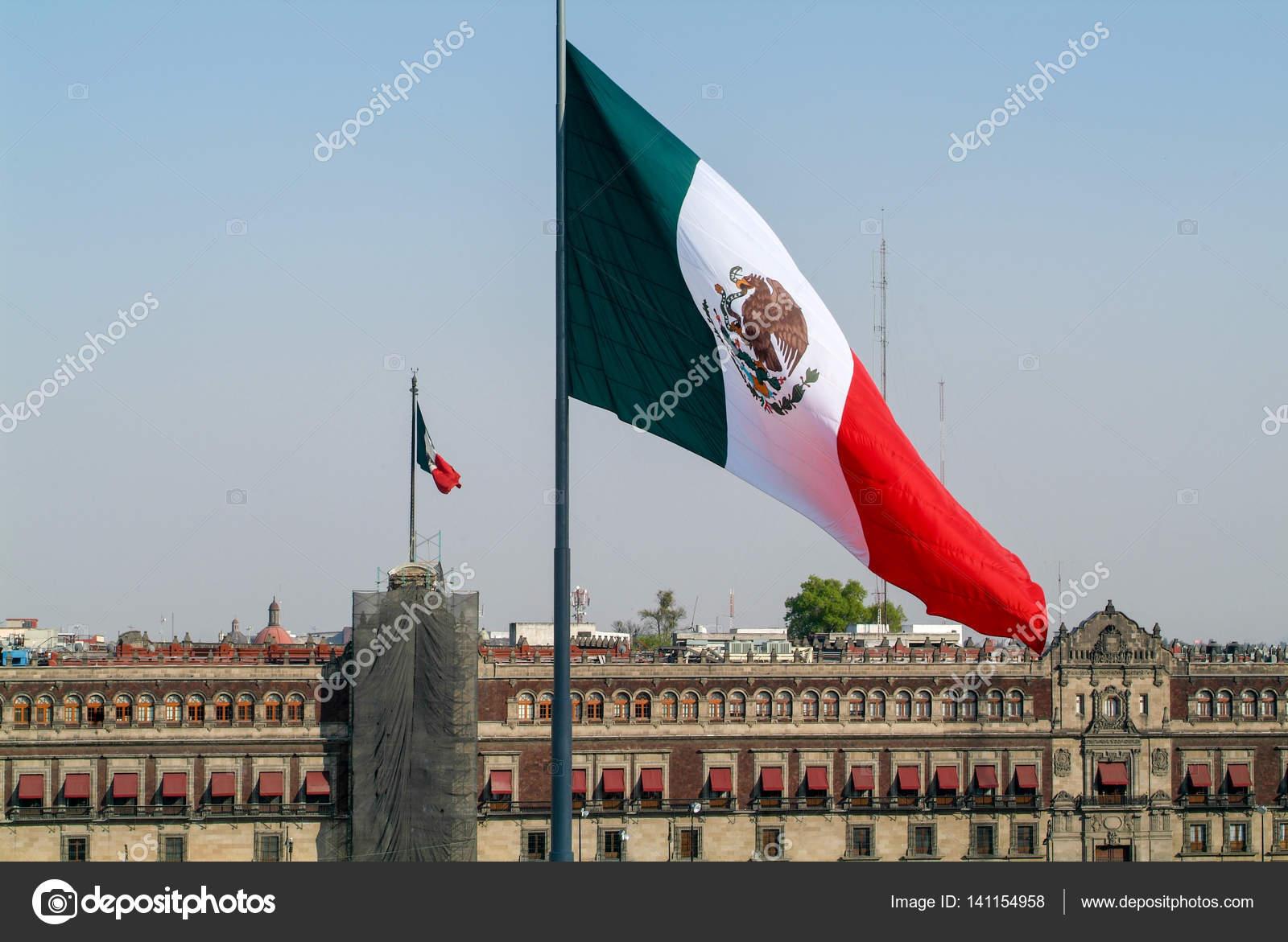 Mexitan Drapeau National Sur Le Zocalo Carré à Mexico Photographie