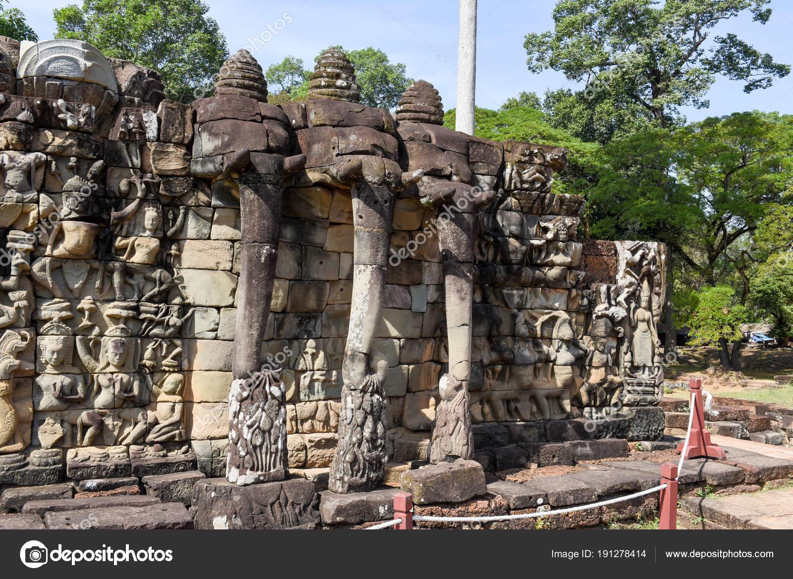 Terraza De Los Elefantes En Angkor Thom En Camboya Siem