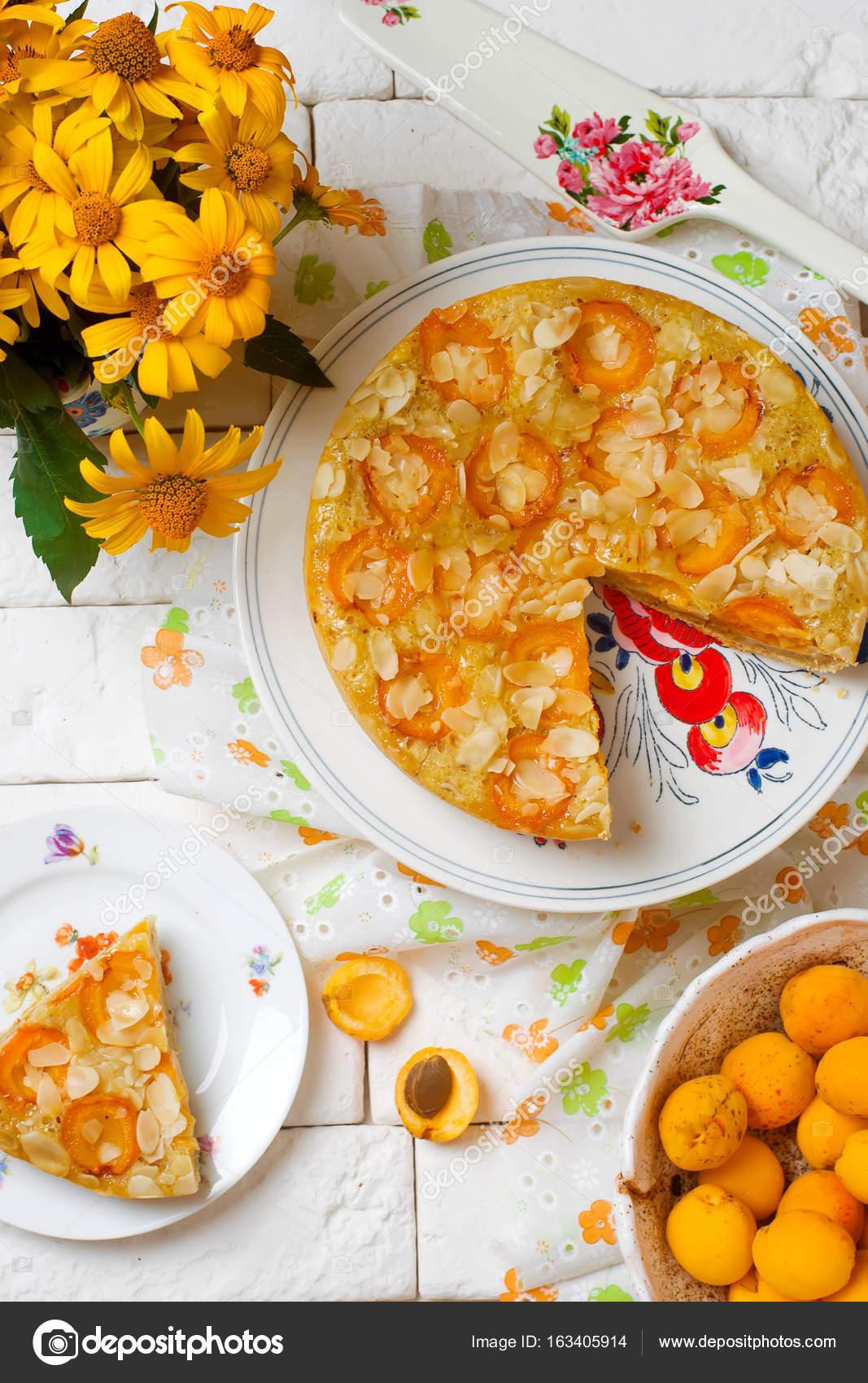 Aprikose Und Mandel Ol Kuchen Stockfoto C Zoryanchik 163405914