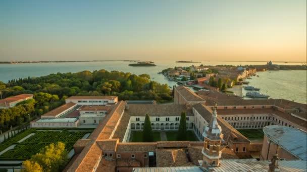 Kilátás nyílik Velence, naplementekor