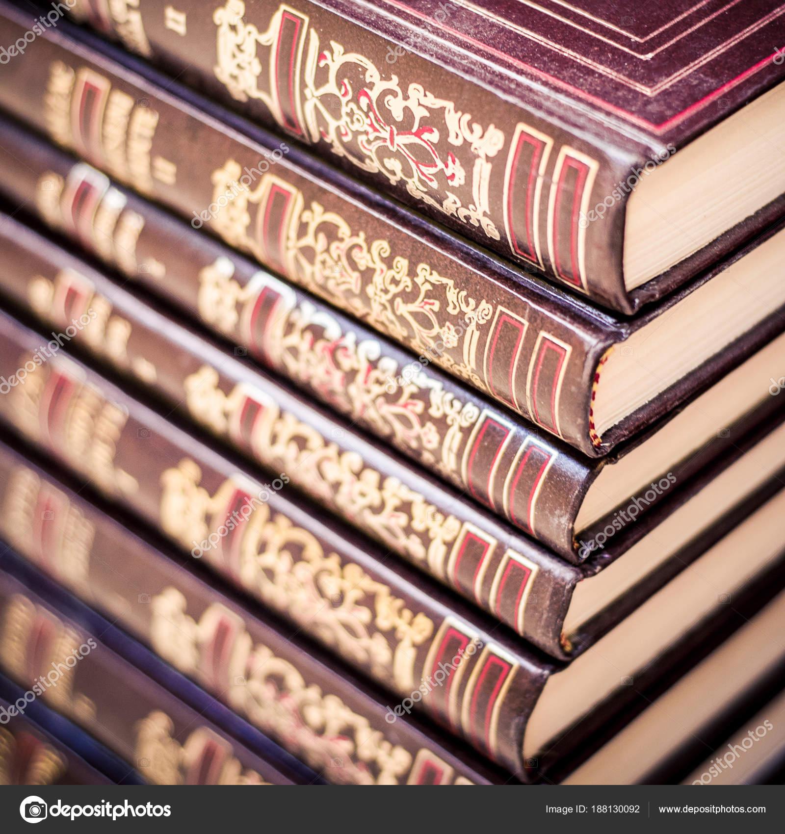 Dekorative Bücher bücher-hintergrund. dekorative bücher wirbelsäule — stockfoto