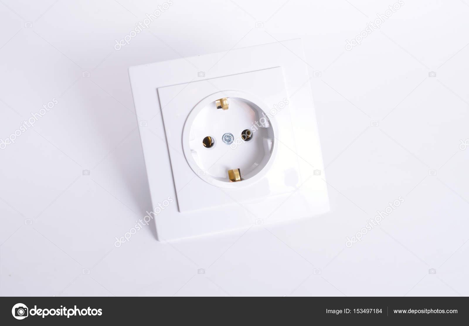 Elektrische Steckverbindung auf hellem Hintergrund — Stockfoto ...