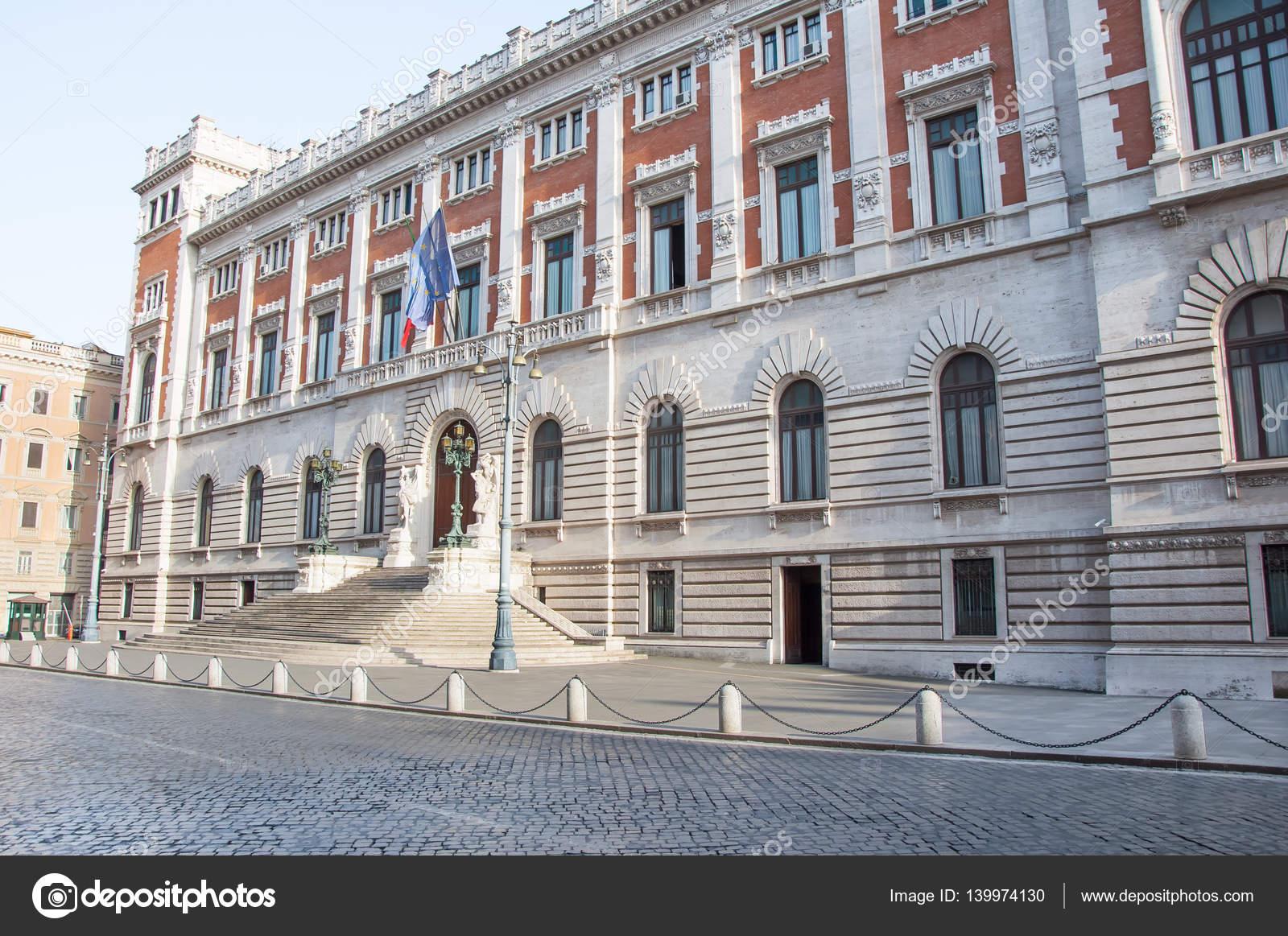 R ma augusztus palazzo montecitorio homlokzat augusztus for Parlamento montecitorio