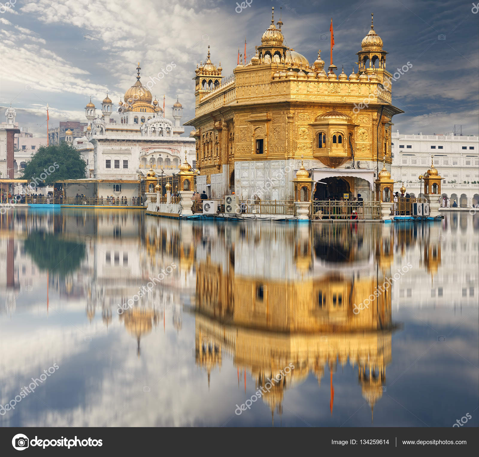 the golden temple, located in amritsar, punjab, india. — stock photo
