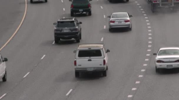 Doprava odjíždí na dálnici Oregon State.