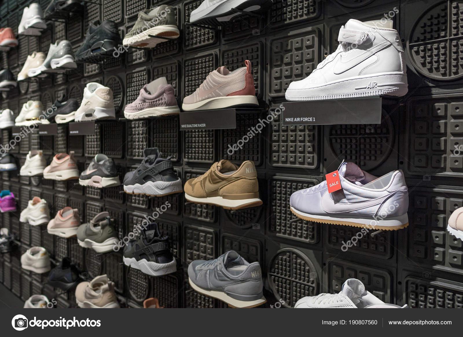 ef7abaef42a Βερολίνο, Γερμανία - Circa Ιουλίου 2017: Έκθεση της nike αθλητικά παπούτσια.  Nike είναι ένας από τους παγκόσμιους μεγαλύτερους προμηθευτές αθλητικά ...