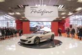 Bologna, Itálie - cca prosince 2017: Ferrari Portofino kabriolet sportovní vůz na Motor show