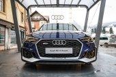 Cortina, Itálie - cca prosince 2017: Audi sportovní Rs4 avant expozice na ulici. Pohled zepředu
