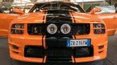 Bologna, Itálie - cca prosince 2017: Ford Mustang sportovní auto na Motor show