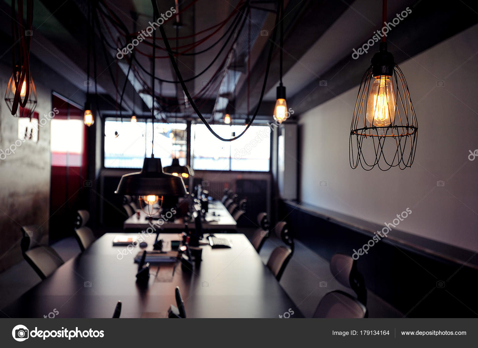 Intérieur bureau moderne matériaux luxe tendance design