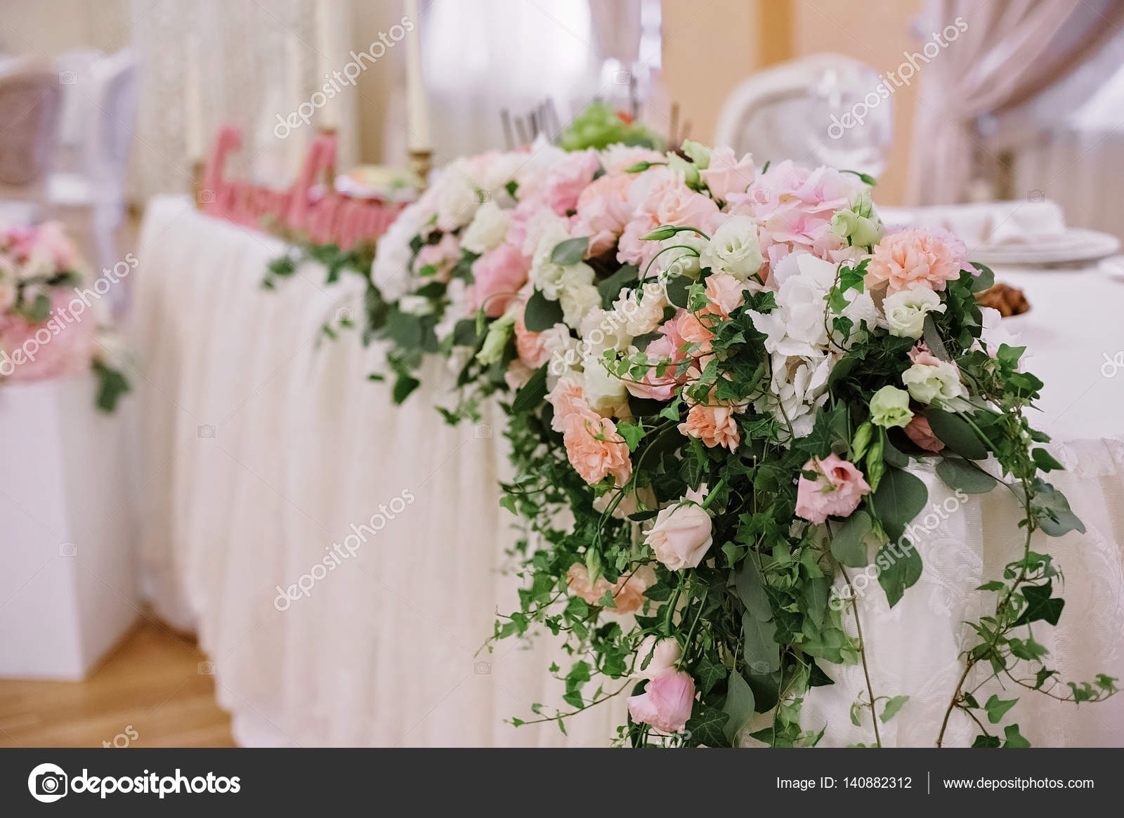 Hochzeit Tischdekoration Blumen Stockfoto C Olgaburtseva 140882312