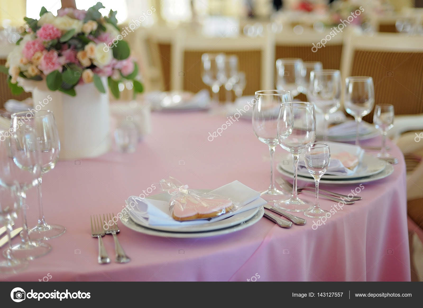 Elegant table setting with tasty gift \u2014 Stock Photo & Elegant table setting with tasty gift \u2014 Stock Photo © olgaburtseva ...
