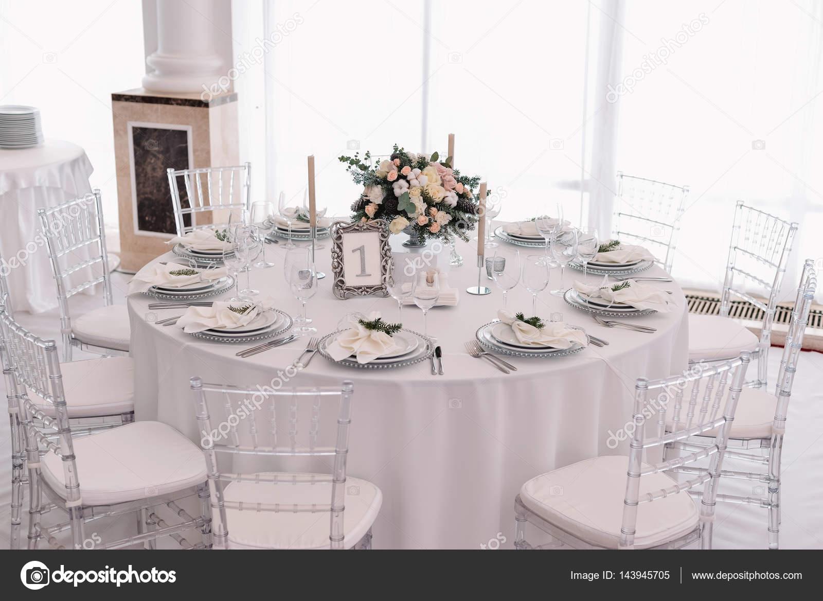 Salones blanco y plata excellent composicin modular for Puertas decoradas de navidad trackid sp 006