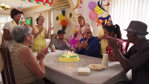 Rodinné setkání pro párty oslavu narozenin v pečovatelských služeb