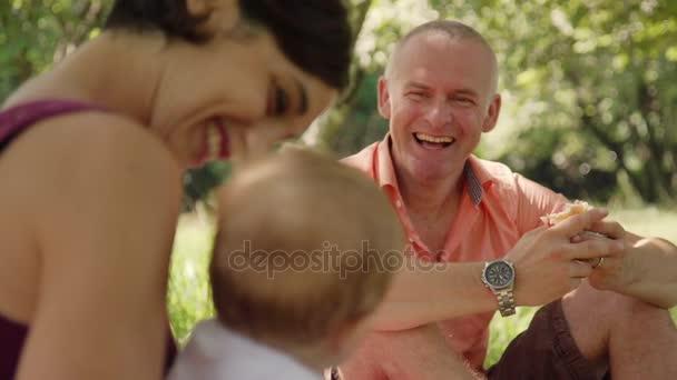 Štěstí Joy zábava pro šťastná rodina s dítětem žena muž