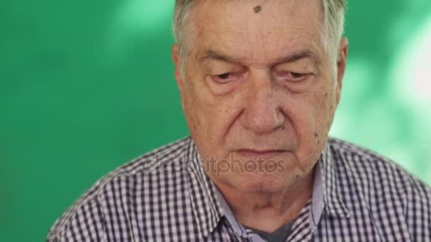 11 portrét hispánský starších lidí obává výraz tváře starší muž