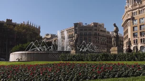 Fontány a sochy v Placa Plaza Catalunya Barcelona Španělsko