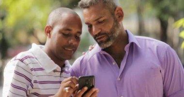 Скачать гей видео на телефон