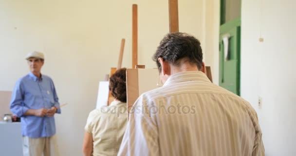 Starý muž obraz šťastný starších lidí na umělecké škole