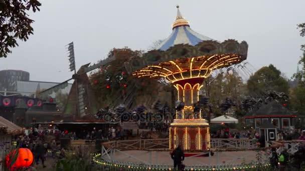 Attrazioni e visitatori nel parco divertimenti giardini di tivoli