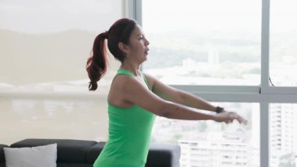 Hispánský žena dělá Sport a pracuje pro Wellness