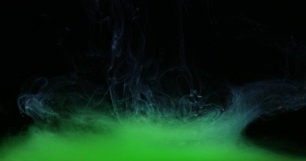 Tvary a barvy zelené barvy ve vodě vytváří tekuté umění