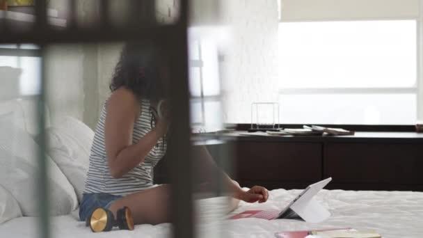 Αφρικανική μαύρη λεσβία βίντεο καυτό σεξ με μεγάλο πουλί