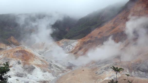 Jigokudani nebo Hell Valley poblíž Noboribetsu Onsen, slavné město v Hokkaido, Japonsko, Asie. Japonské město známé pro horké prameny, geotermální aktivity a onsen